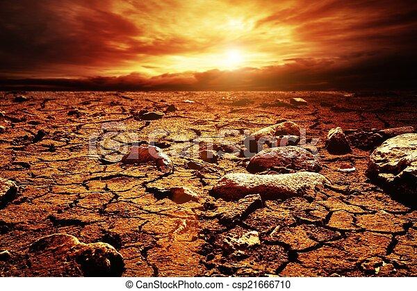Gewitterter Himmel über Wüste - csp21666710
