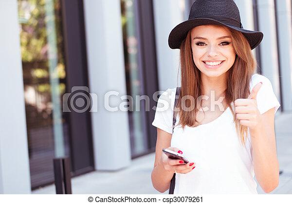 ausstellung, auf, telefon, daumen, m�dchen, attraktive - csp30079261