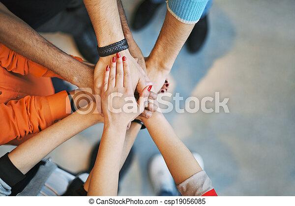 ausstellung, gemeinschaftsarbeit, einheit, meer, hände - csp19056085