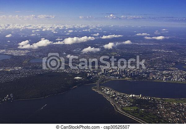 Vista aérea de Perth Australia con formación de nubes rotas - csp30525507