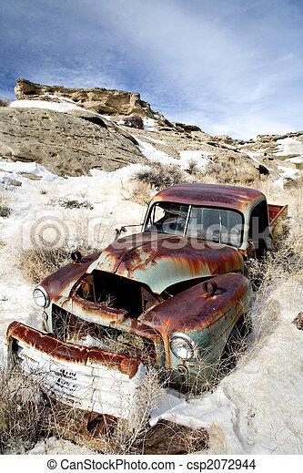 autó, elhagyatott, hó - csp2072944