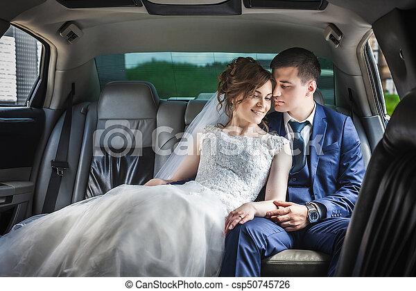 autó, párosít, newlywed, ölelgetés - csp50745726
