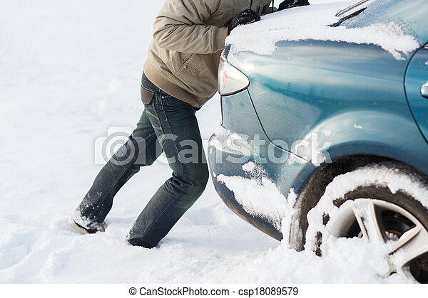 autó, rámenős, hó, megragadt, closeup, ember - csp18089579