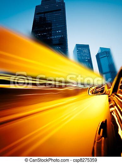 auto, geschwindigkeitsüberschreitung, durch, stadt - csp8275359