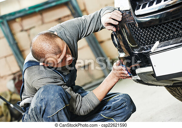 auto mechanic polishing car - csp22621590