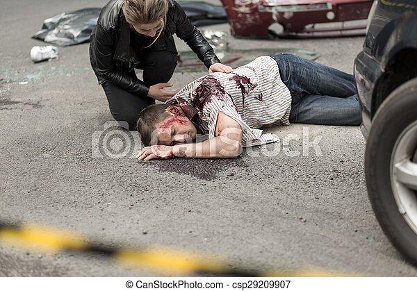 Toter Mann nach dem Autounfall - csp29209907