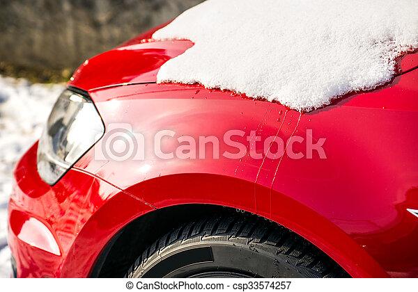 Schnee auf einem Auto - csp33574257