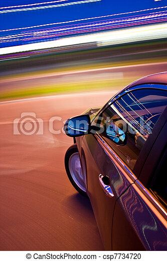 Das Auto fährt schnell - csp7734720