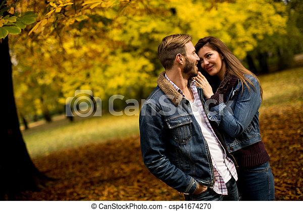 automne, couple, parc, aimer - csp41674270
