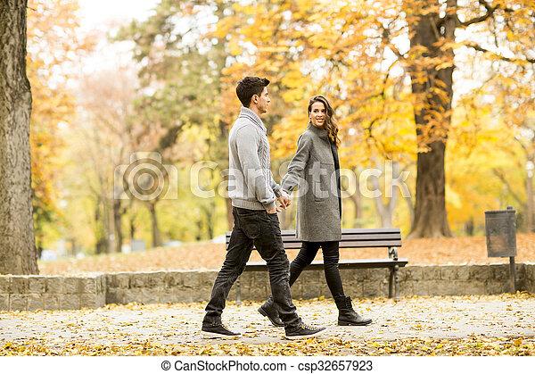 automne, couple, parc, aimer - csp32657923