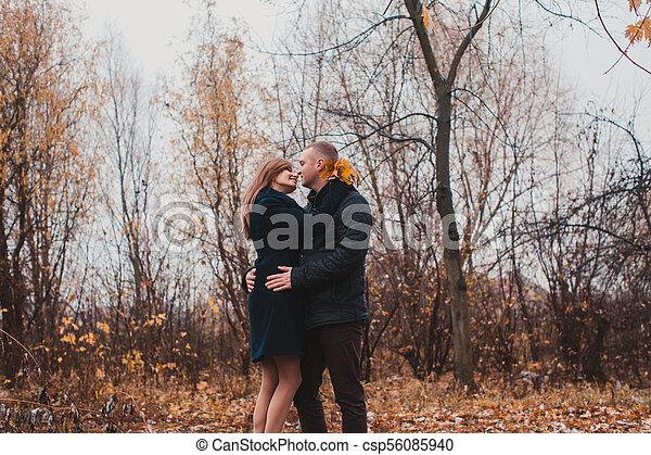 automne, couple, parc, heureux - csp56085940