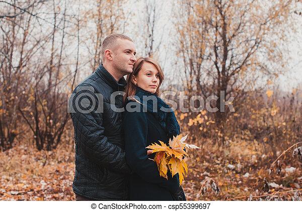 automne, couple, parc, heureux - csp55399697