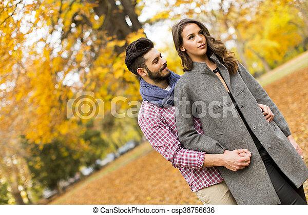 automne, couple, parc, jeune - csp38756636