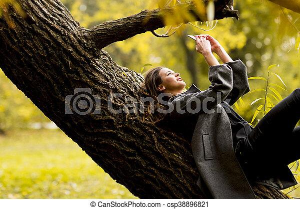 automne, femme, parc, jeune - csp38896821