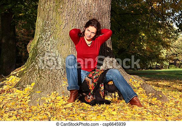 automne, femme, parc, jeune - csp6645939