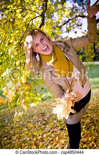 automne, femme, parc - csp4850444
