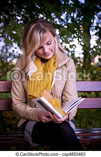 automne, femme, parc - csp4850463
