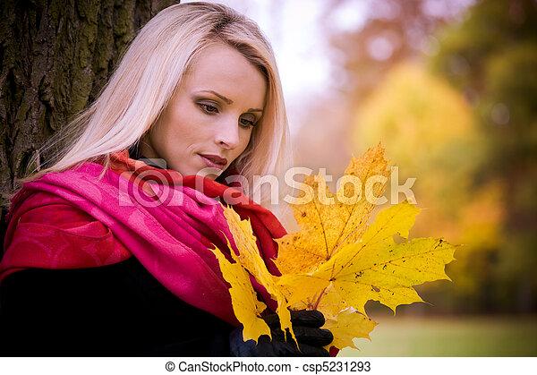 automne, femme, parc - csp5231293