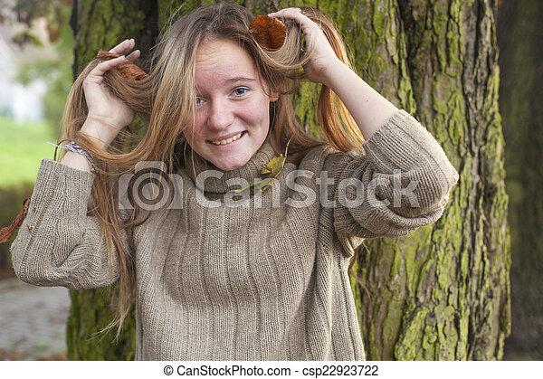 automne, forest., girl, jeune - csp22923722