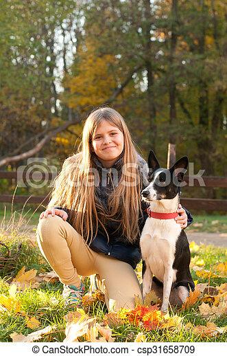 automne, girl, extérieur, chien - csp31658709