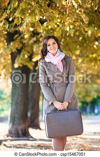 automne, girl, extérieur, valise - csp15467051