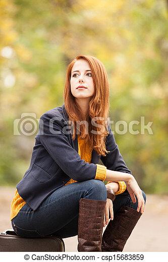 automne, girl, extérieur, valise - csp15683859