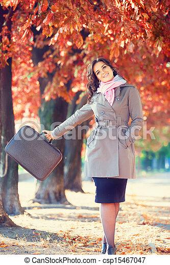 automne, girl, extérieur, valise - csp15467047