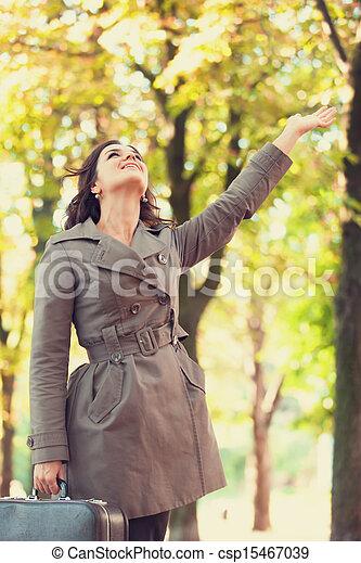automne, girl, extérieur, valise - csp15467039