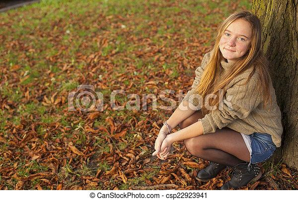 automne, girl, park., jeune, joli - csp22923941