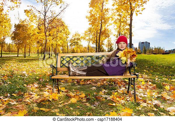 automne, mignon, girl, parc - csp17188404
