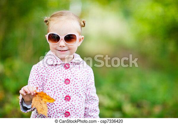 automne, mignon, girl, parc - csp7336420