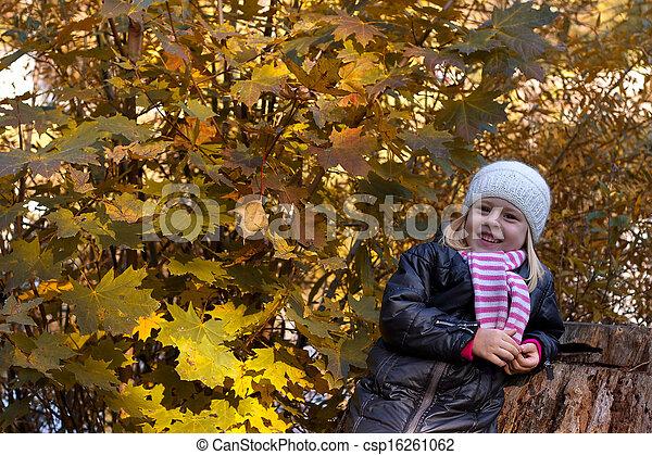 automne, mignon, girl, parc - csp16261062