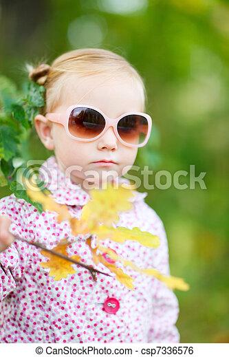 automne, mignon, girl, parc - csp7336576