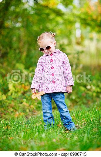 automne, mignon, girl, parc - csp10900715