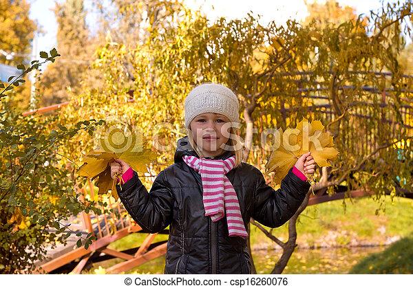automne, mignon, girl, parc - csp16260076