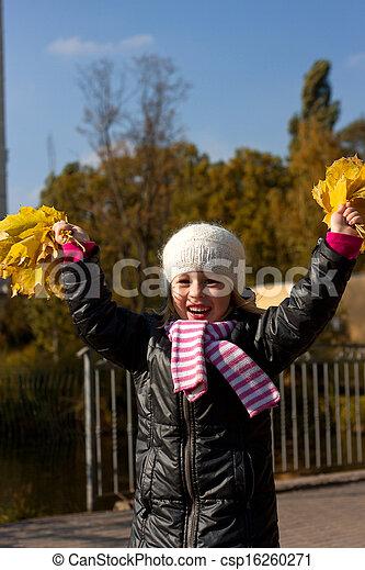 automne, mignon, girl, parc - csp16260271