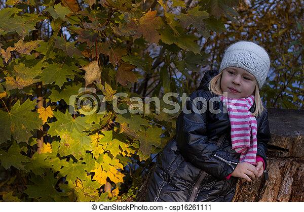 automne, mignon, girl, parc - csp16261111