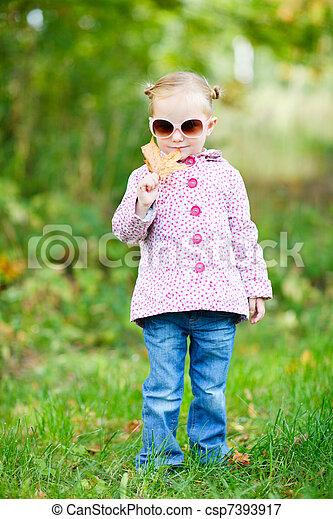 automne, mignon, girl, parc - csp7393917