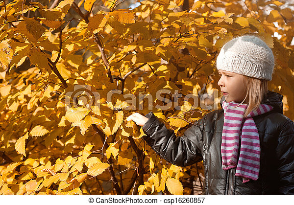 automne, mignon, girl, parc - csp16260857