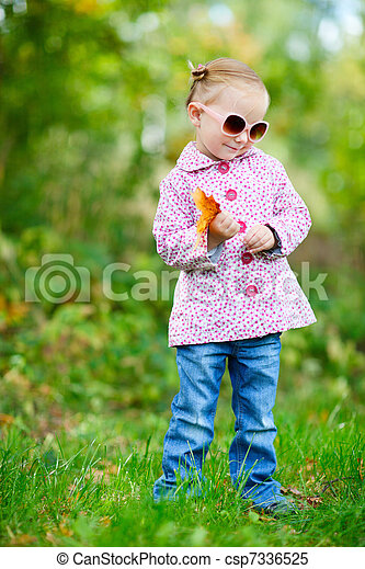 automne, mignon, girl, parc - csp7336525