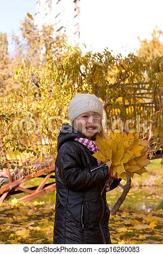 automne, mignon, girl, parc - csp16260083