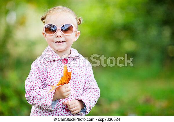 automne, mignon, girl, parc - csp7336524
