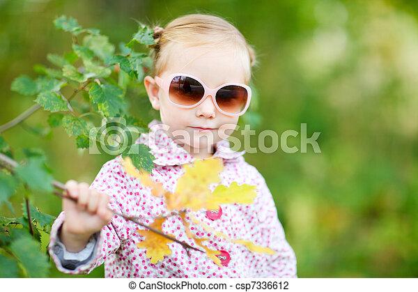automne, mignon, girl, parc - csp7336612