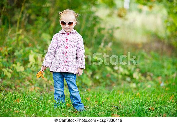 automne, mignon, girl, parc - csp7336419