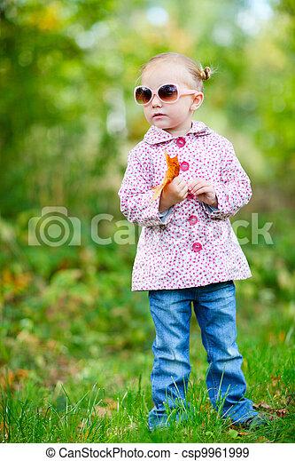 automne, mignon, girl, parc - csp9961999