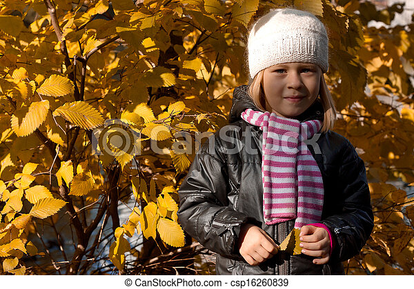 automne, mignon, girl, parc - csp16260839