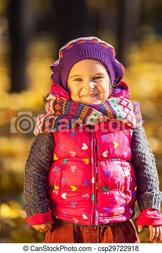 automne, mignon, peu, parc, girl - csp29722918