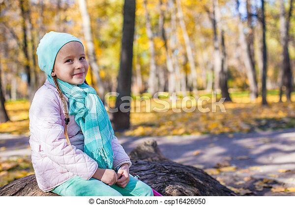 automne, mignon, peu, parc, girl - csp16426050
