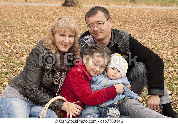 automne, parc, jeune famille - csp7780146