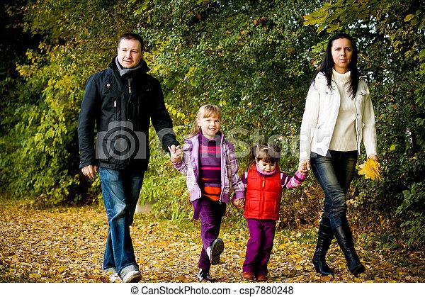 automne, parc, jeune famille - csp7880248